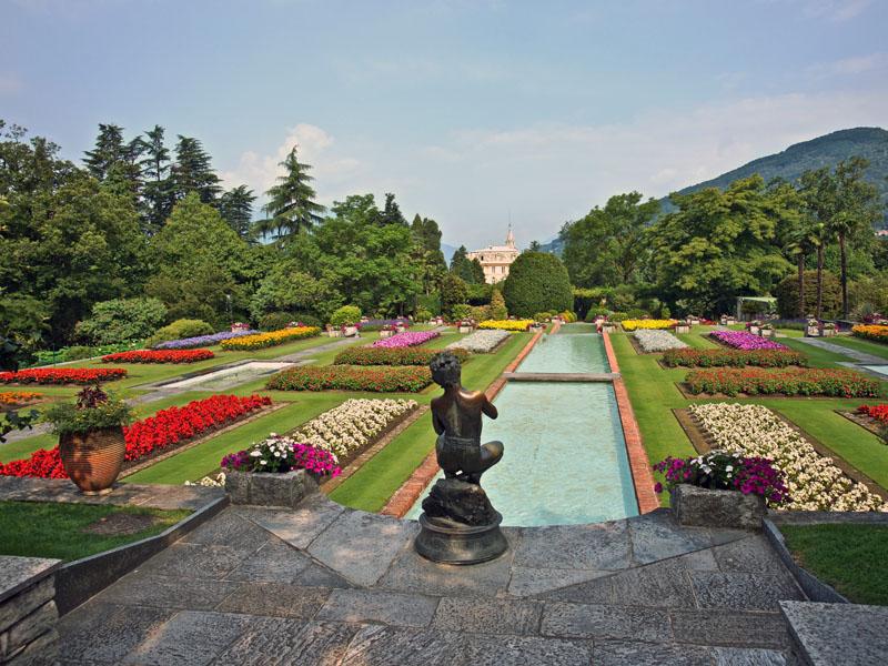 I giardini di Villa Taranto: serre, aiuole floreali e gli erbai